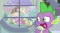 Spike sees Twilight's friends outside the window S5E3