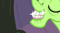 Auntie Applesauce's sparkly dentures S3E8