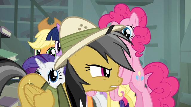 File:Main 6 sees Daring Do walking away S4E04.png