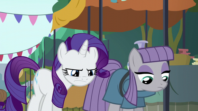 File:Rarity squinting at the fissure S6E3.png