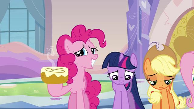 File:Pinkie Pie offers cinnamon bun S03E12.png