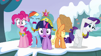 Twilight and her friends can't believe what they're seeing S03E10