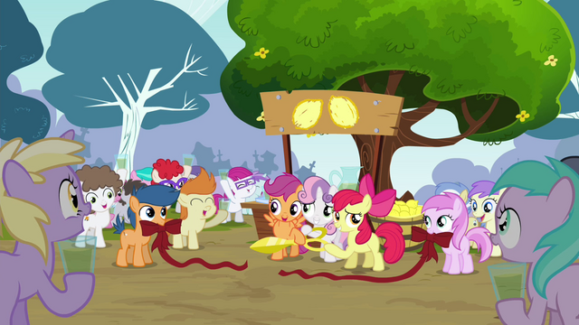 File:CMC cut ribbon at Pipsqueak's lemonade stand S4E15.png