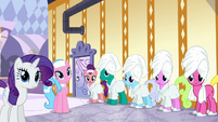 Ponies listening to Applejack S6E10