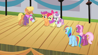 CMC receiving winners' wreaths S4E05