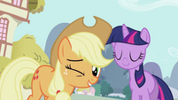 Applejack winks S2E06