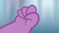 Spike clenching a fist S6E16