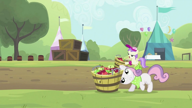 File:Sweetie Belle putting the tub down S2E05.png