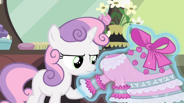 File:Sweetie sees improved dress S4E19.png