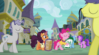 Pinkie Pie starts sign spinning S6E12