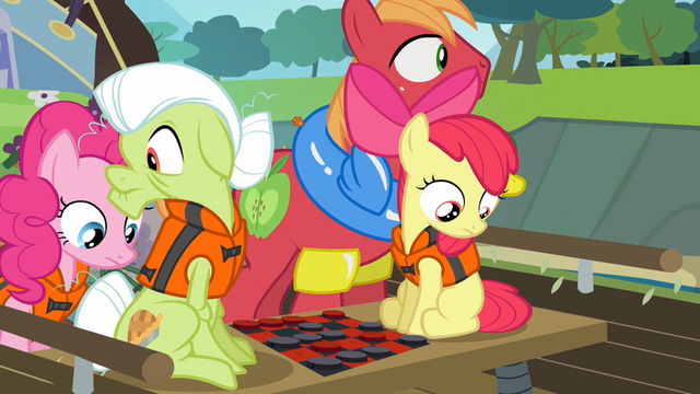 File:The Apples and Pinkie looking for the map S4E09.png