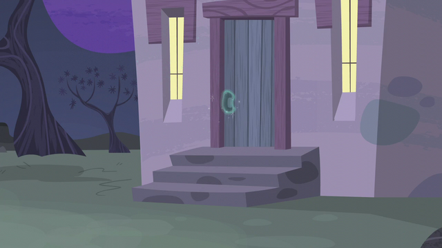 File:Door of Starlight's house closed S5E02.png
