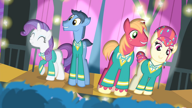 File:Ponytones performing S4E14.png