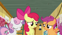 Sweetie Belle nods; Apple Bloom confused S6E4