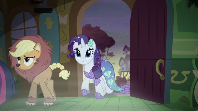 File:Applejack and Rarity enter the cottage S5E21.png