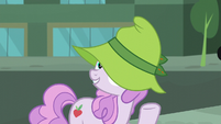 Manehattan mare wearing a floppy hat S5E16