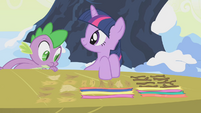 Twilight and her bird nest materials S1E11