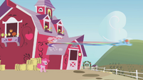 Rainbow speeds away from the barn S1E05