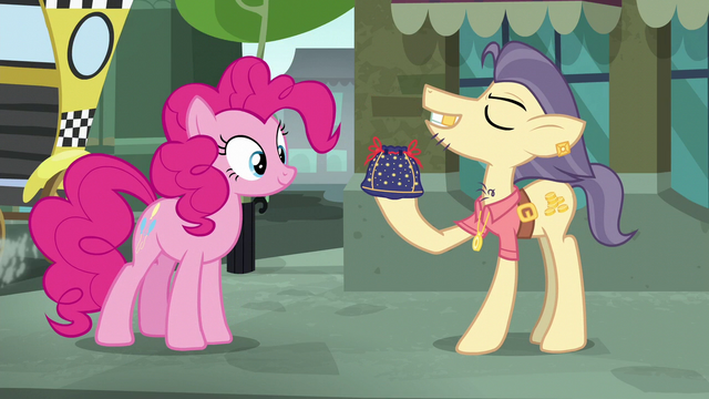 "File:Pouch Pony ""pouches like this"" S6E3.png"