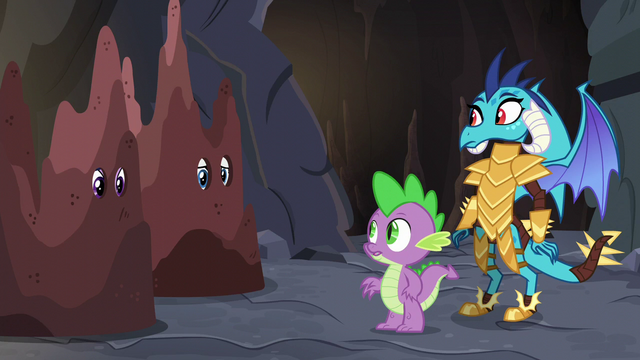 File:Ember and Spike looking at Twilight and Rarity S6E5.png
