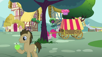 Pinkie moves to the back of a tree S5E19