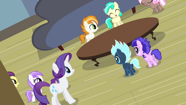 File:Rarity entertaining party foals S4E19.png