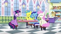 Twilight's old friends laugh S5E12