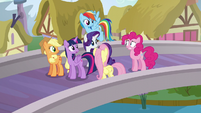 Twilight looking confused at nervous Pinkie S5E19