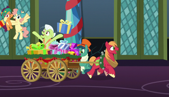 File:Granny Smith distributing presents S6E8.png