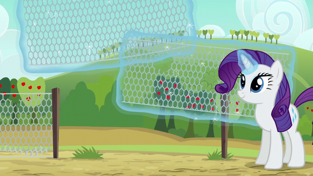 File:Rarity replacing whole chain link fence S6E10.png