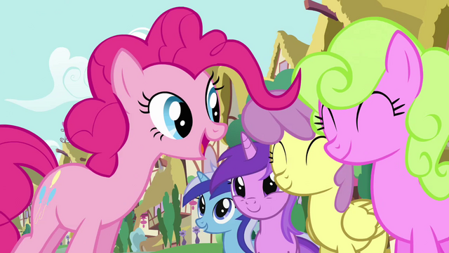 File:Pinkie Pie's song pony crowd 3 S2E18.png