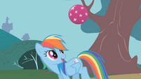 Rainbow Dash bouncing a ball S1E07