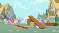 Ponies walking in Ponyville S1E18