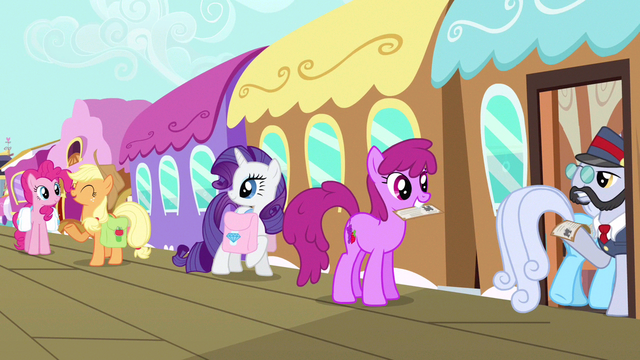 File:Rarity hears Applejack S3E12.png