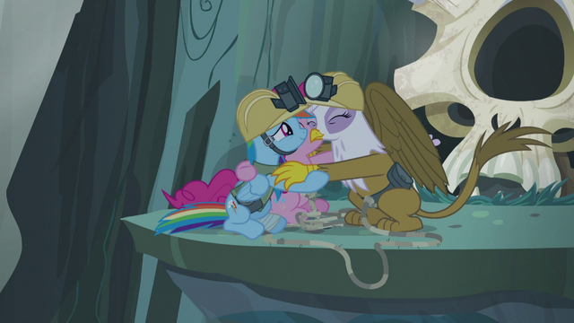 File:Gilda, Pinkie, and Rainbow group hug S5E8.png