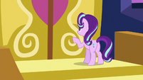 Starlight Glimmer knocking on the castle doors S6E25
