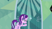Starlight knocks on Sunburst's door S6E1