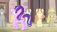 Starlight notices mare with loose mane S5E1