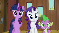 Twilight, Rarity, and Spike watch AJ do chores S6E10
