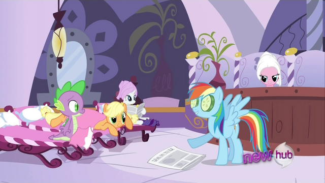 File:Rainbow Dash latest news S2E23.png