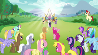 Pinkie stands up while excited over Countess Coloratura S5E24