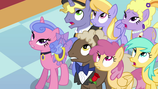 File:Ponies looking up at the changelings S2E26.png