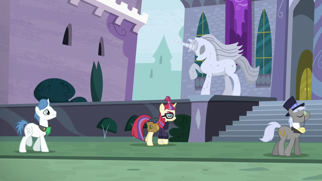 File:Moon Dancer walking to the library S5E12.png