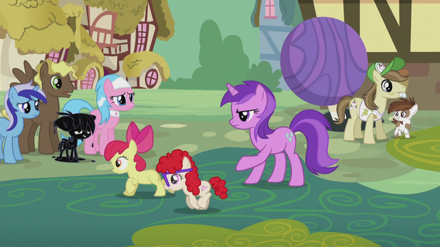 File:Amethyst Star directing ponies S5E9.png