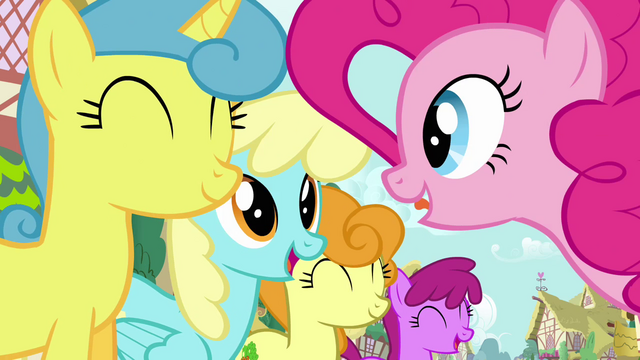 File:Pinkie Pie's song pony crowd 5 S2E18.png