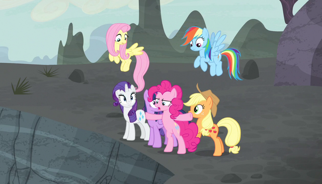 "File:Pinkie Pie ""Stay behind me, everypony!"" S5E1.png"