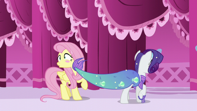 File:Rarity accidentally slaps Fluttershy with her tail S5E21.png