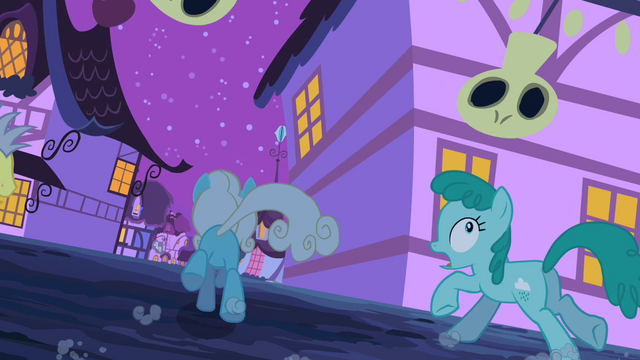 File:Serena running away S2E04.png