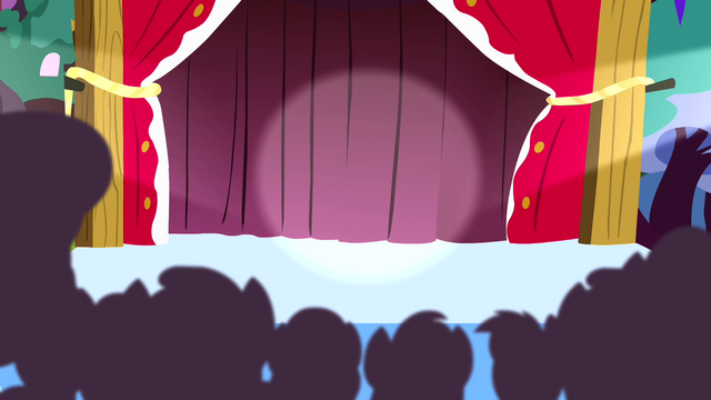File:Spotlight pointing towards the curtains S4E12.png