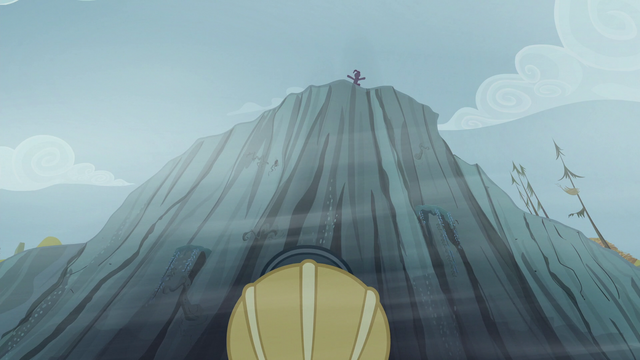 File:Pinkie looks at Rainbow from a ledge S5E8.png